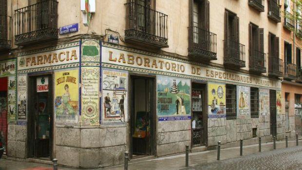 En defensa del Patrimonio Gráfico: Un viaje por los rótulos de barrios de España