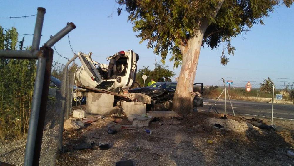Vehículos siniestrados en el accidente en la carretera Elche-Dolores.