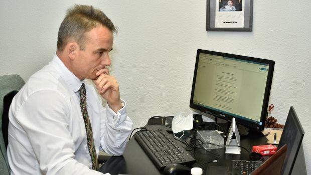 Críticas por los criterios en el reparto de complementos a los trabajadores de la Diputación