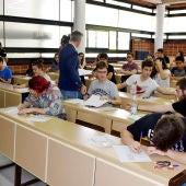 Alumnos realizando la prueba de la EvAU en el distrito universitario de CLM