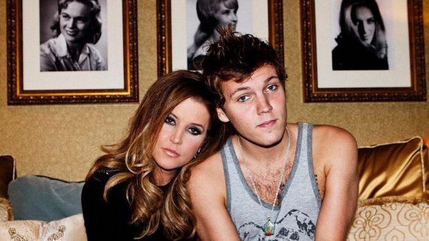 Benjamin Keough y Lisa Marie Presley.