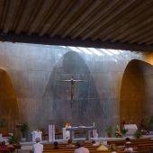 Iglesia de Santa Ana y Nuestra Señora de la Esperanza, en el barrio de Moratalaz de Madrid