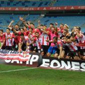 Jugadores UDL celebran el ascenso a Segunda A