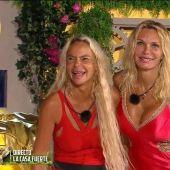Leticia Sabater y Yola Berrocal, en 'La casa fuerte'.