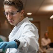 La vacuna experimental de la Universidad de Oxford muestra resultados prometedores