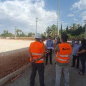 Carlos González, Alcalde de Elche, visita las obras del polideportivo de La Hoya