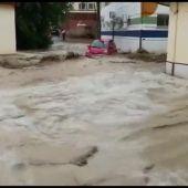 Una fuerte riada inunda Cebolla, en Toledo, arrastrando los vehículos a su paso