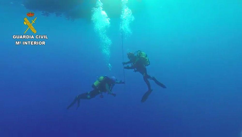 Los GEAS buscan el cuerpo del submarinista fallecido en Andratx este domingo.