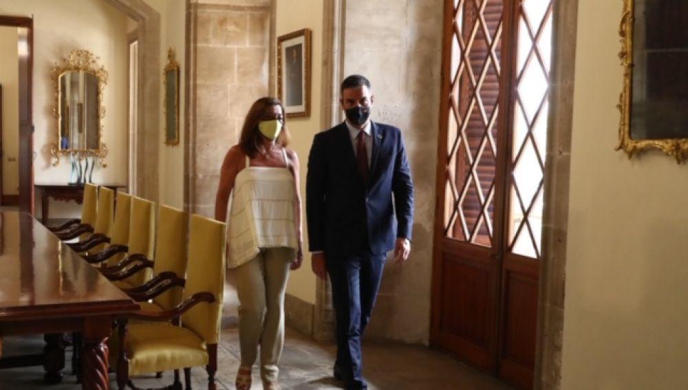 El presidente del Gobierno, Pedro Sánchez, con la presidenta de Baleares, Francina Armengol, en Palma.