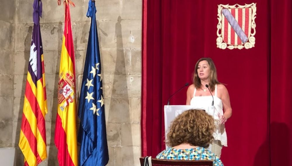 La presidenta del Govern balear, Francina Armengol, comparece en el Consolat de Mar.