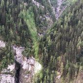Imagen del barranco en el que los turistas españoles sufrieron el accidente.