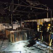 El incendio ha probado daños materiales en la terraza de verano