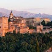 Amanecer en el Palacio de Carlos V en La Alhambra, Granada