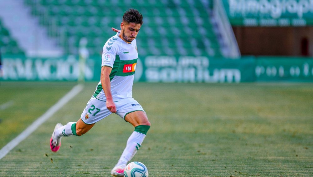 Óscar Gil, en uno de sus últimos encuentros con el Elche CF.