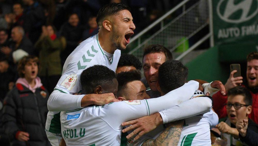 ÓÓscar Gil celebra un gol con el Elche CF.