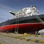 Un barco en el astillero de Puerto Real