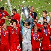 Manuel Neuer levanta la Champions ante el Bayern