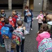 Alumnes en una escola andorrana amb mascareta