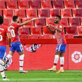 El centrocampista venezolano del Granada Yangel Herrera celebra su gol ante el Athletic de Bilbao