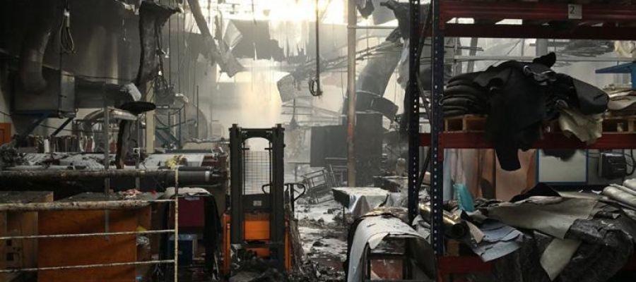 Fábrica de Elda incendiada.