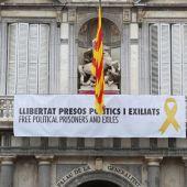 Torra vuelve a publicar foto con la pancarta por la que fue condenado a inhabilitación