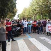Ana Mestre junto a los manifestantes de Alestis