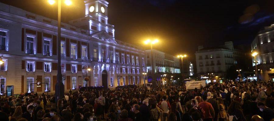 Cientos de ciudadanos en la Puerta del Sol