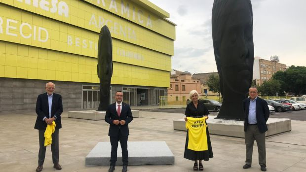 'Silvia' y 'Maria' de l'escultor Jaume Plensa custodiaràn any i mig la plaça de l'estadi de la Ceràmica