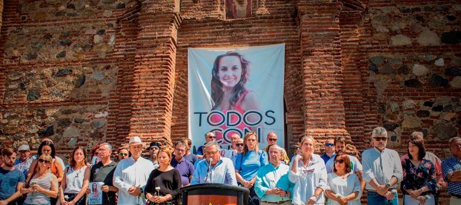 Vecinos de Monesterio en una acto tras la desaparición de Manuela Chavero
