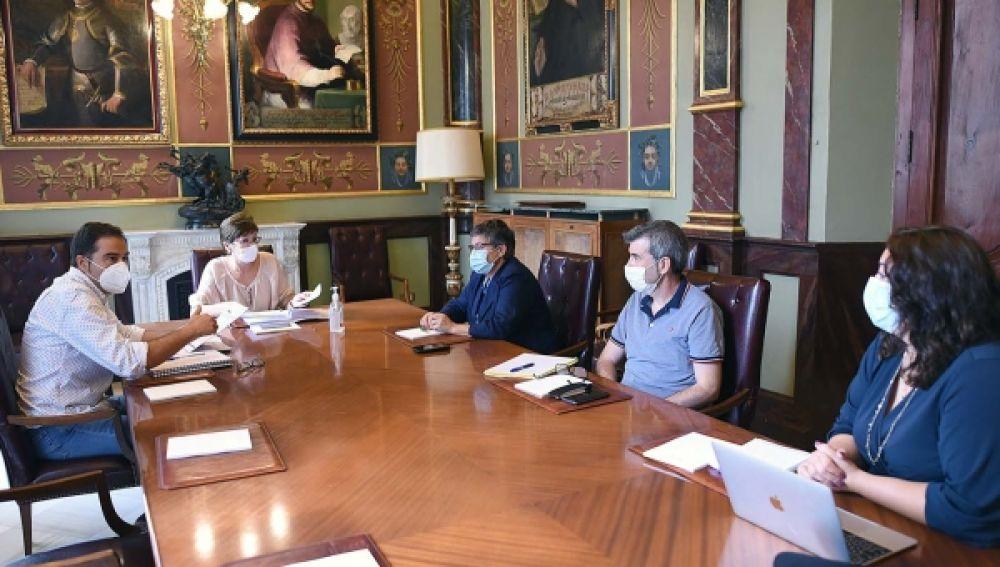 Reunión entre la Diputacion y representantes del Consejo General del Trabajo Social