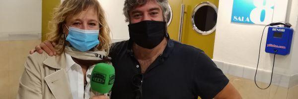 La actriz Emma Suárez y el director Miguel Ángel Jiménez, durante su entrevista con Kinótico por 'Una ventana al mar'
