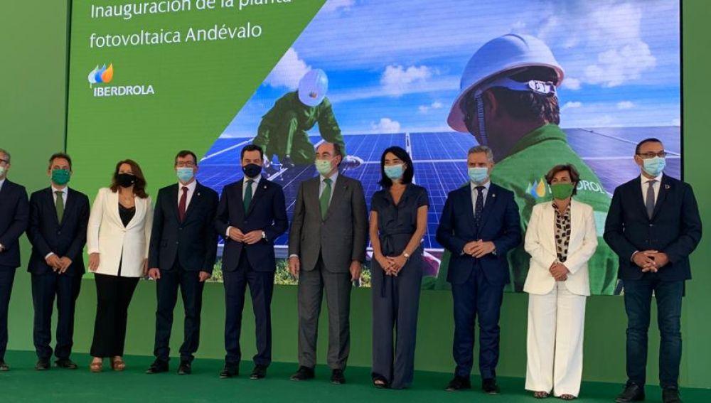 Autoridades en inauguración planta fotovoltaica Andévalo
