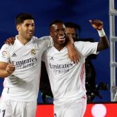Vinicius celebra su gol con el Madrid.