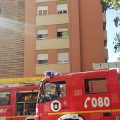 Intervención de los bomberos de Málaga en un edificio de La Roca