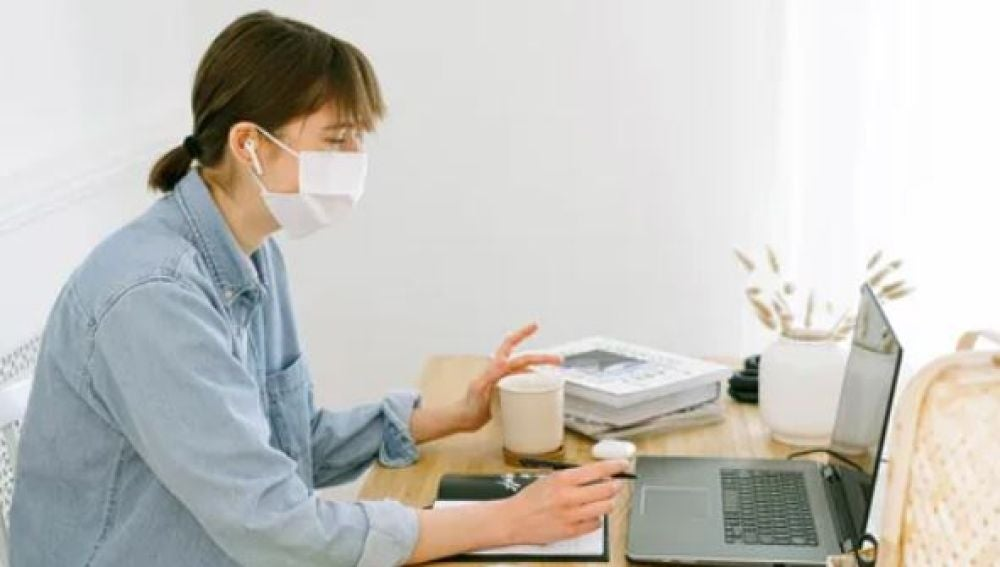 Las mascarillas incrementan los casos de disfonías de docentes en consultas médicas