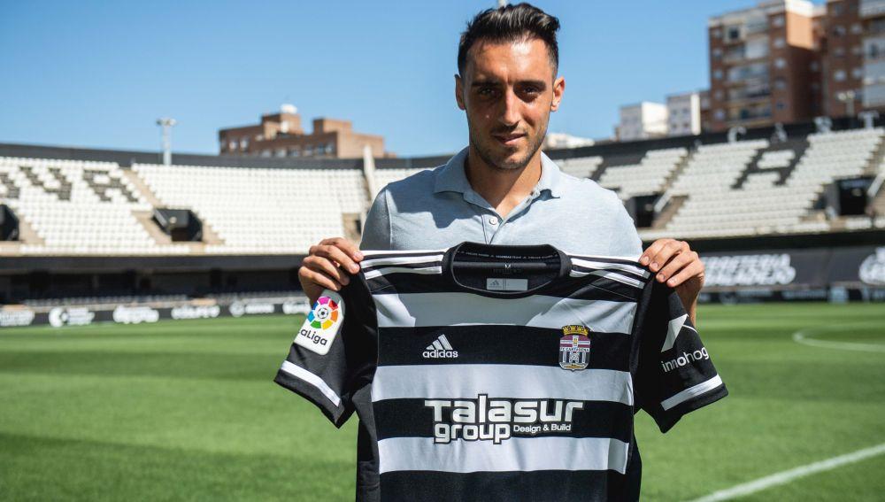 Sergio Aguza con la camiseta del FC Cartagena