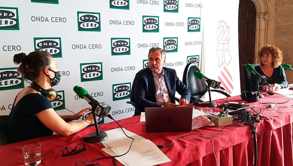 Chabe Soler con Carlos Alsina y Begoña Gómez de la Fuente