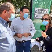 El gerente de la EMT, Mateu Marcús, y el regidor de Movilidad, Xisco Dalmau, con Elka Dimitrova de Onda Cero Mallorca.
