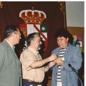 Pedro Almodóvar (derecha) con el actual director del Cine Club, José Luis Muñoz (centro) y Gonzalo Pelayo