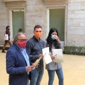 Manolo Mata Fran Ferri y Naiara Davó en Corts con mascarilla