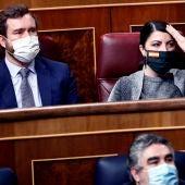 El portavoz parlamentario de Vox, Iván de Espinosa de los Monteros, y la diputada Macarena Olona