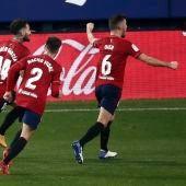 El delantero de Osasuna Rubén García celebra su gol de penalti ante el Athletic de Bilbao