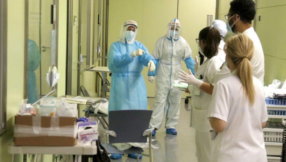 Sanitaris a l'UCI de l'Hospital de Mataró