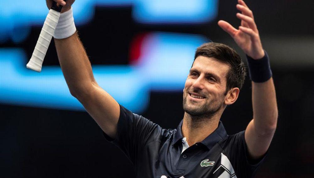 Novak Djokovic celebra su victoria.