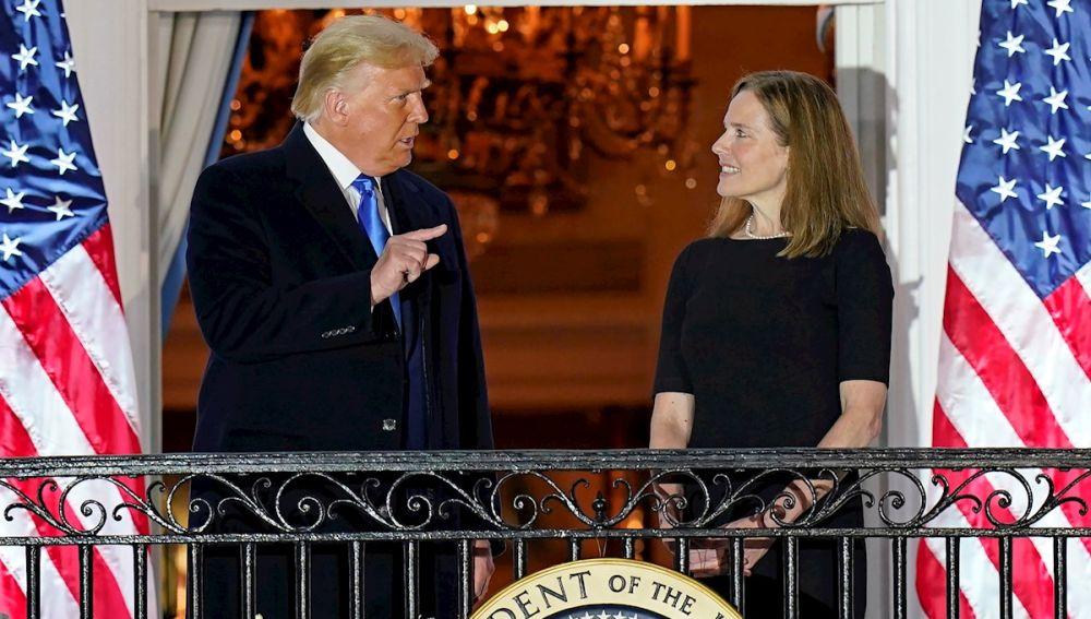 Amy Coney Barrett: La nueva presidenta del Supremo que busca convertir a Estados Unidos en 'El cuento de la criada'