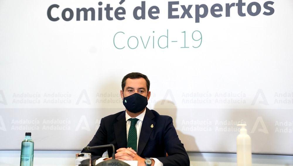 El presidente de la Junta de Andalucía, Juan Manuel Moreno, durante la reunión este miércoles con el Comité de Expertos