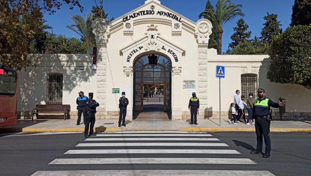 Puerta principal del Cementerio de Alicante