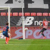 Muniain marca un gol al Sevilla