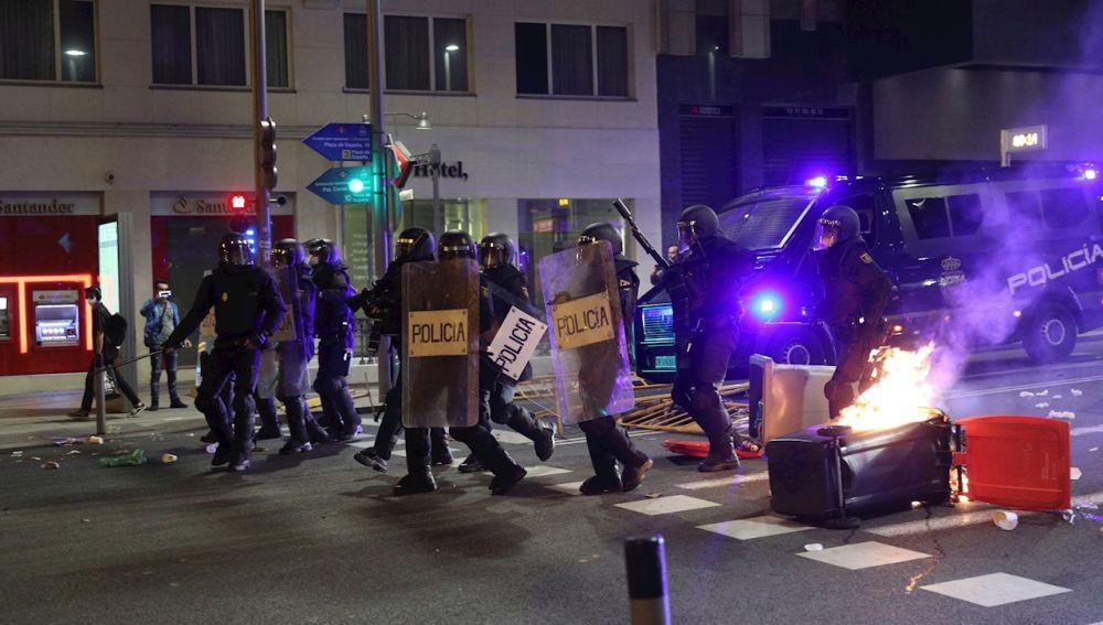 La Policía disuelve a los manifestantes en Gran Vía (Madrid)