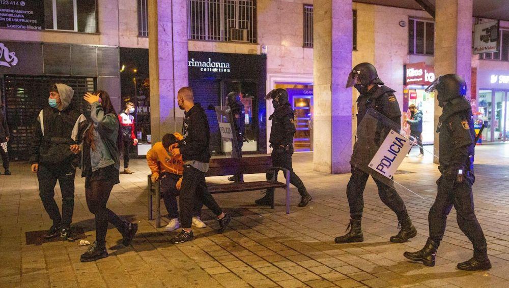 Tercera noche de disturbios en Logroño y León contra las restricciones